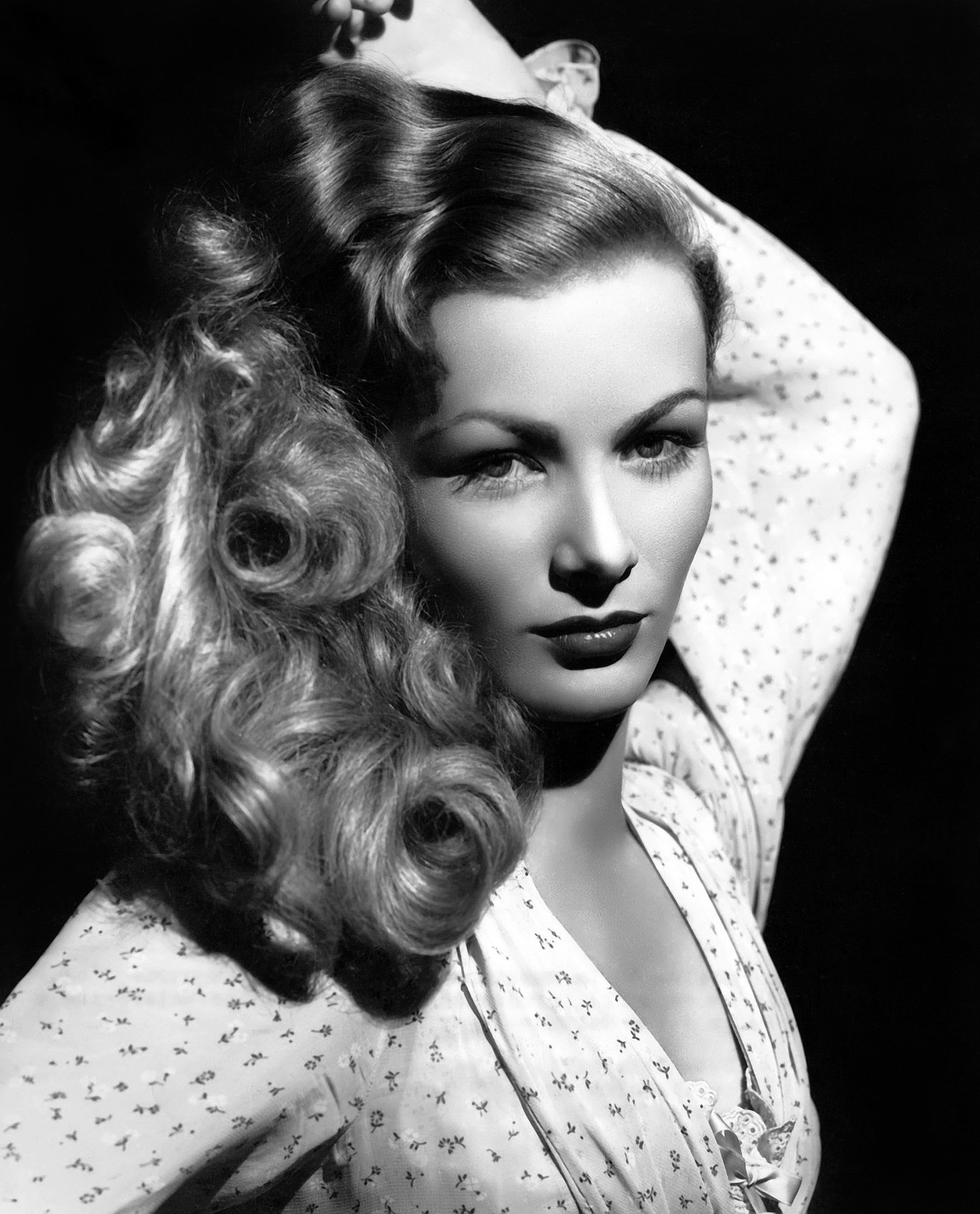 Veronica Lake sporting soft curls