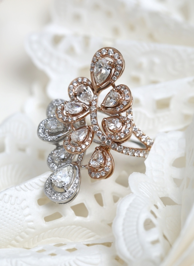 Entice Irresistible Rose & white gold ring with pear & round diamonds